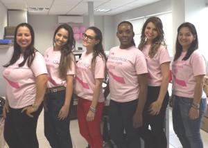 Todas as equipes Auditar, vestidas de rosa.
