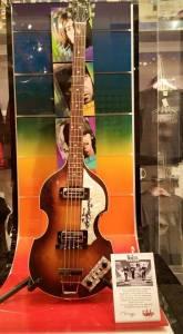 Guitarra dos Beatles, algo emocionante.