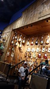 Família de músicos, tem que passar na Guitar Center.