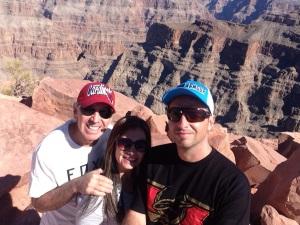 Meu pai, eu e meu irmão, Ricardo, no Grand Canyon.