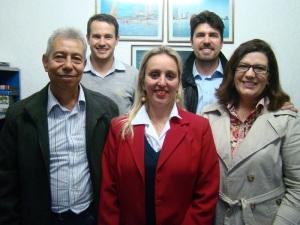 Na foto: Ademir Antônio (Coordenador Contábil/Fiscal – Auditar), Ederson Lanz (Colaborador – Auditar), Dâmaris Ulrich (Gerente Financeira – Imperador), Délcio Osório Correa e Vera Lúcia Mendes Correa (Administradores – Imperador).