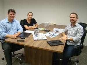 Na foto: Claúdio e Daniele Emmendorfer (Administradores da Prana), Felipe Abreu (Coordenador Contábil/Fiscal – Auditar).