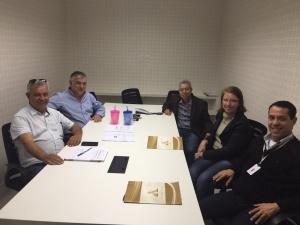 Na foto: Gilmar Martins (Diretor - Gelo Minerale), Cleonir Rosa, Ademir Antônio, Vivian Duarte e Carlos Cardoso (Auditar).